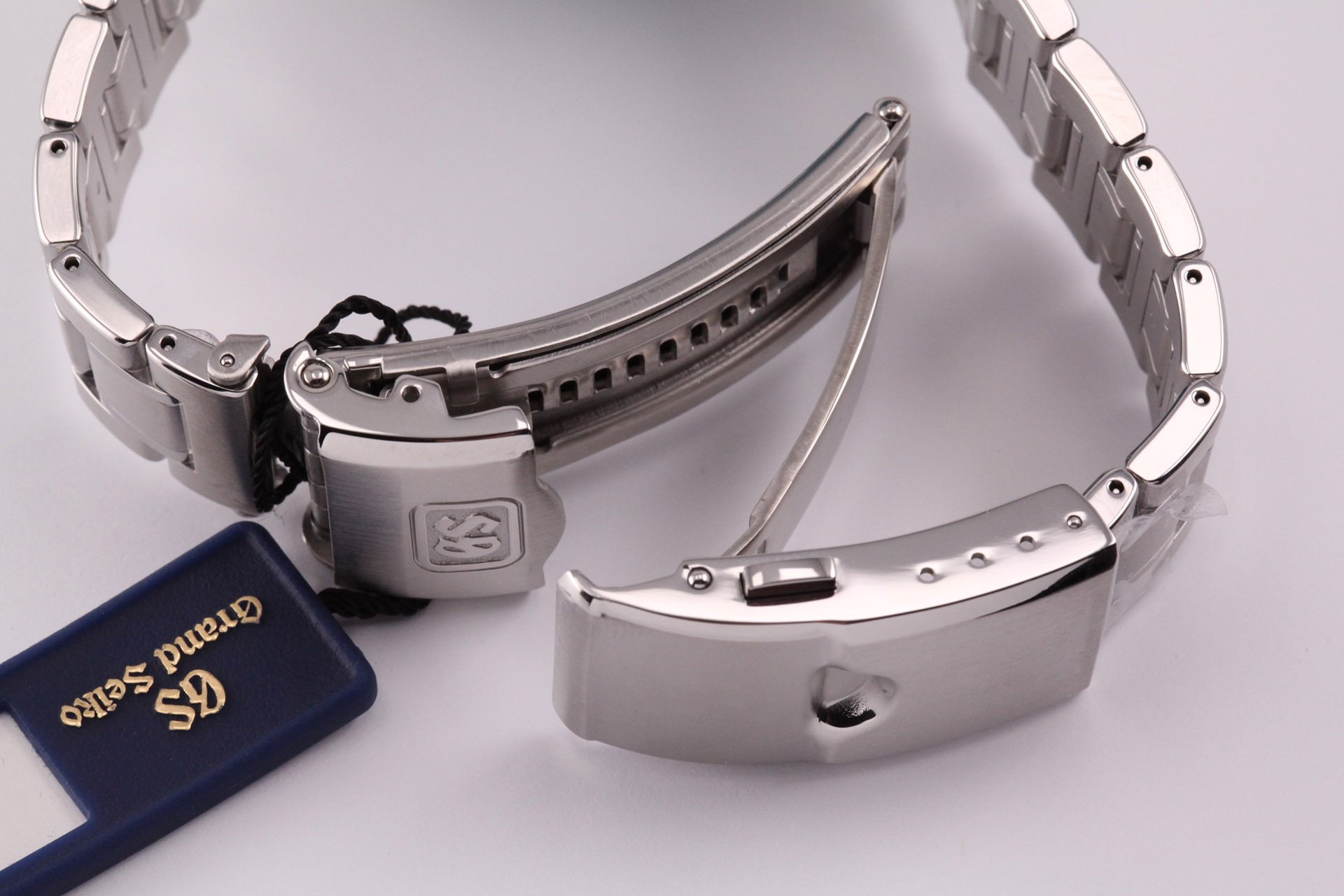 Read more about the article Every Grand Seiko with a Micro-Adjust Bracelet